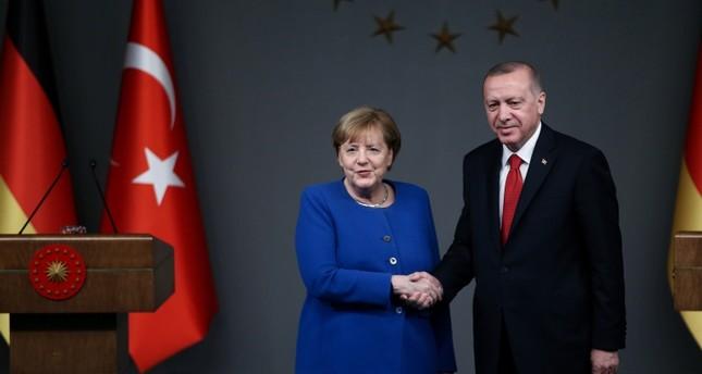 أردوغان وميركل يبحثان هاتفيا مستجدات الأوضاع في شرقي المتوسط