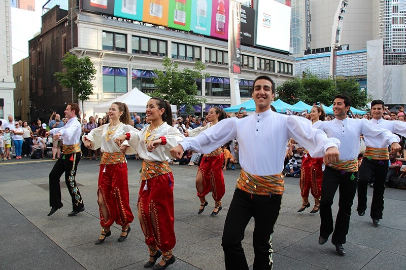 Turks perform traditional dance at a Turkish culture festival in Toronto, Canada. (AA Photo)