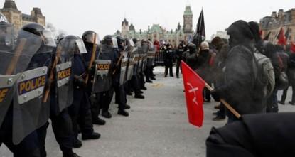 مواجهات بين معارضي اتفاق الأمم المتحدة للهجرة ومؤيديه أمام البرلمان الكندي