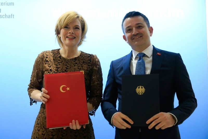 Photo shows Germanyu2019s Federal Food and Agriculture Minister Julia Klu00f6ckner (L) and Turkish Agriculture and Forest Minister Bekir Pakdemirli. (AA Photo)
