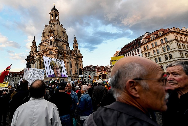 Supporters of the 'Pegida' movement and  German right-wing populist party Alternative for Germany (AfD) attend a demonstration infront of the Frauenkirche church at Neumarkt  square in Dresden, Germany, 18 September 2017. (EPA Photo)
