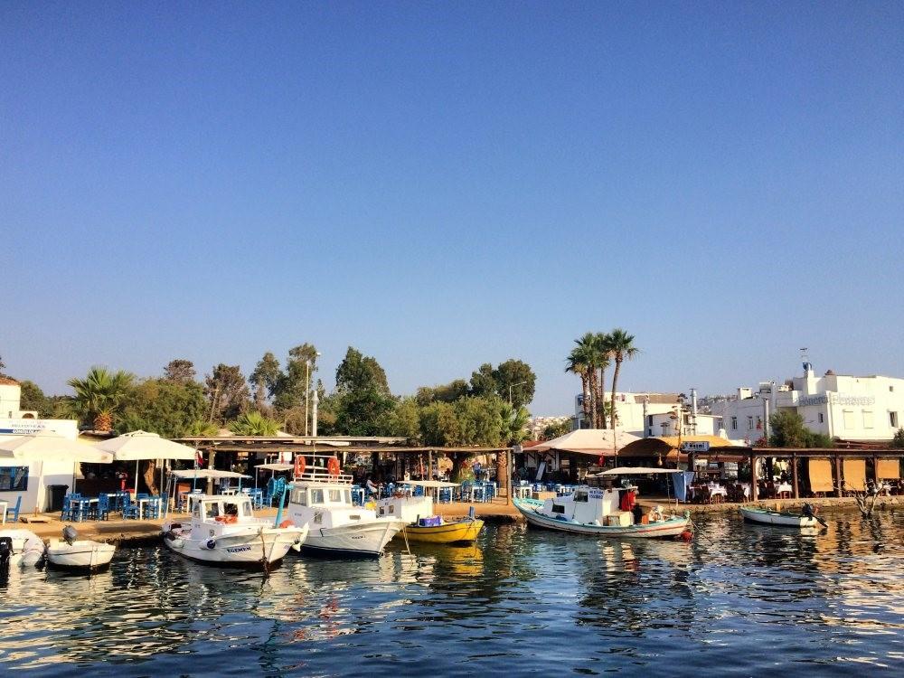 The heart of Gu00fcmu00fcu015flu00fck is its seaside where you can enjoy the beach or Aegean cuisine in its famous restaurants.
