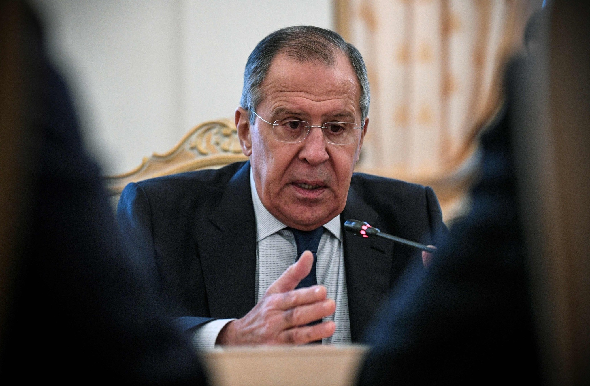 Russian Foreign Minister Sergei Lavrov (R) welcomes his Algerian counterpart during his visit to Moscow on Feb. 19, 2018 (AFP Photo)
