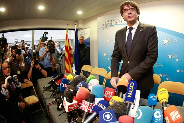 Dismissed Catalan regional President Carles Puigdemont attends a press conference at Press club in Brussels, Belgium, Oct. 31, 2017. (EPA Photo)