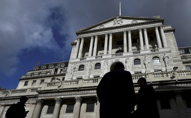 City workers walk past the Bank of England in the City of London. (Reuters Photo)