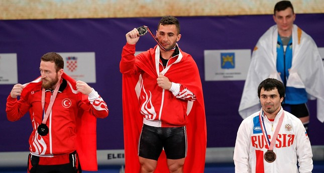 Second placed Bünyamin Sezer (L) and winner Hurşit Atak (C) with third placed Feliks Khalibekov of Russia