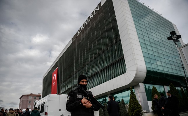Turkish police stand guard in front of the building of FETÖ-linked newspaper Zaman in Istanbul, March 5, 2016, after it was taken from the group.