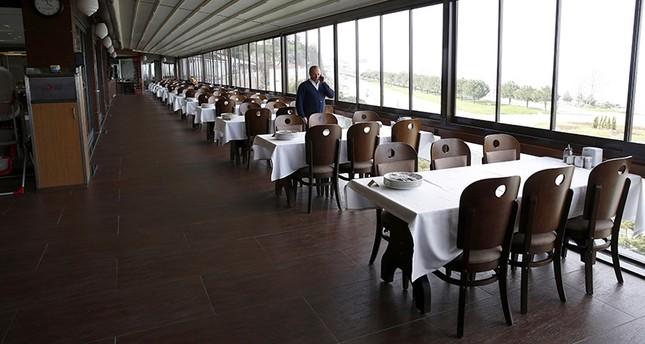 التركي نهاد أُسطه يسعى لدخول غينيس بأطول مطعم كفتة