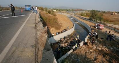 مصرع 15 شخصاً بانقلاب شاحنة تقل مهاجرين غير شرعيين في إزمير