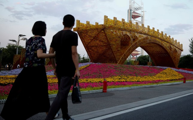 The Golden Bridge on Silk Road by artist Shuyong was set up ahead of the Belt and Road Forum in Beijing, which will host world leaders on May 14-15. (Reuters Photo)