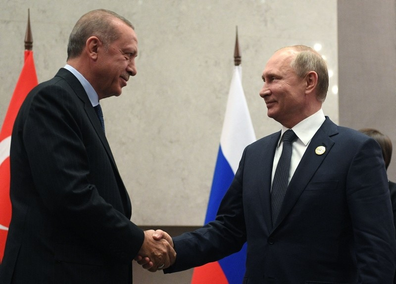 Russian President Vladimir Putin (R) meets with his Turkish counterpart Recep Tayyip Erdou011fan on the sidelines of the 10th Brics Summit on July 26, 2018 in Johannesburg, South Africa. (AFP Photo)
