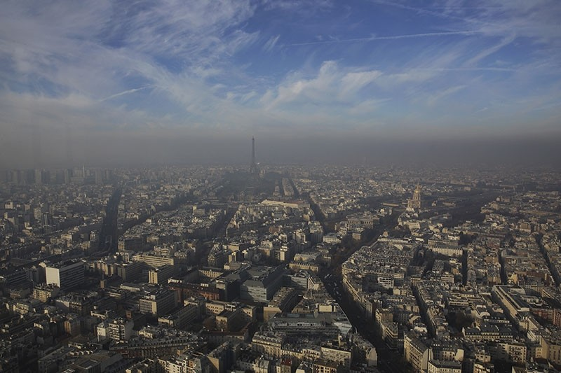 The Eiffel Tower is seen through a small-particle haze resulting in a high level air pollution index according to Airparif, the air quality monitoring agency, in Paris, Dec. 12, 2013. (Reuters Photo)