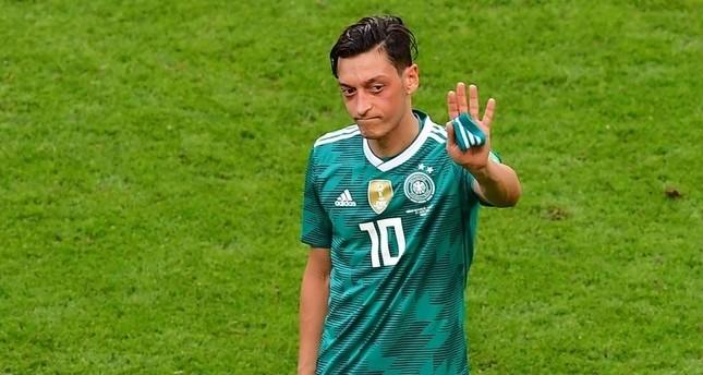 Özil quits German national team after racial abuse