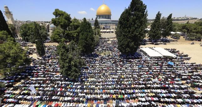 ربع مليون مصلّ في الجمعة الثالثة من رمضان بالمسجد الأقصى