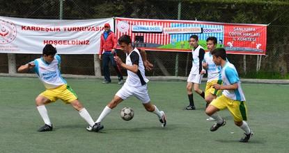 بطولة الأخوّة لكرة القدم تجمع بين الطلاب السوريين والأتراك