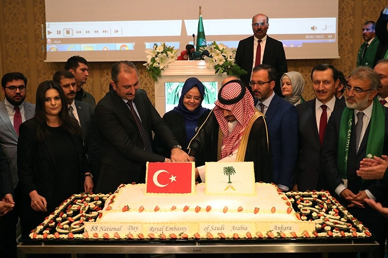 Minister of Justice Abdu00fclhamit Gu00fcl (L) cuts the cake with Saudi Arabian Ambassador to Ankara Walid bin Abdul Kerim Al-Hirey to mark National Day on Sept. 24, 2018. (AA Photo)