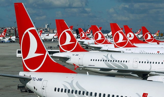 Turkish Airlines aircraft are parked at the Ataturk International Airport in Istanbul, Turkey, December 3, 2015. (Reuters Photo)
