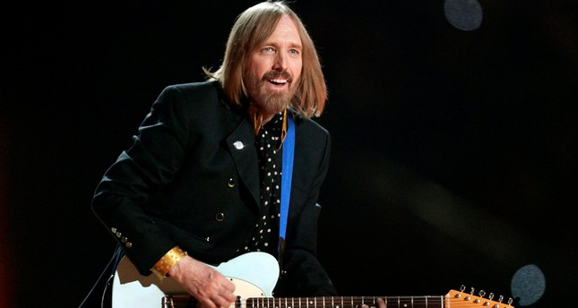 Singer Tom Petty and the Heartbreakers perform during the half time show of the NFL's Super Bowl XLII football game between the New England Patriots and the New York Giants in Glendale, Arizona, February 3, 2008. (REUTERS Photo)