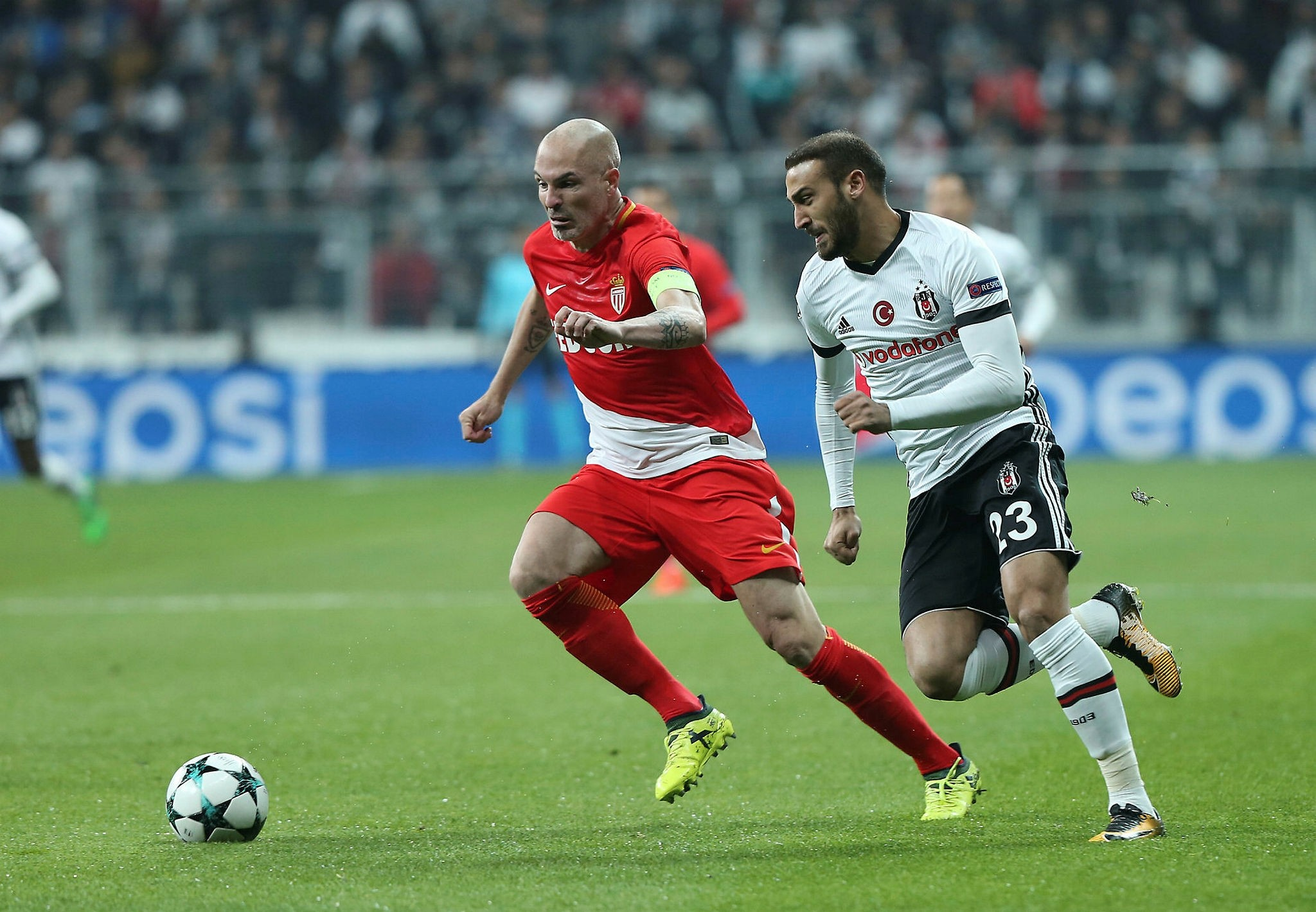 Beu015fiktau015f's Cenk Tosun (R) in action (AA Photo)