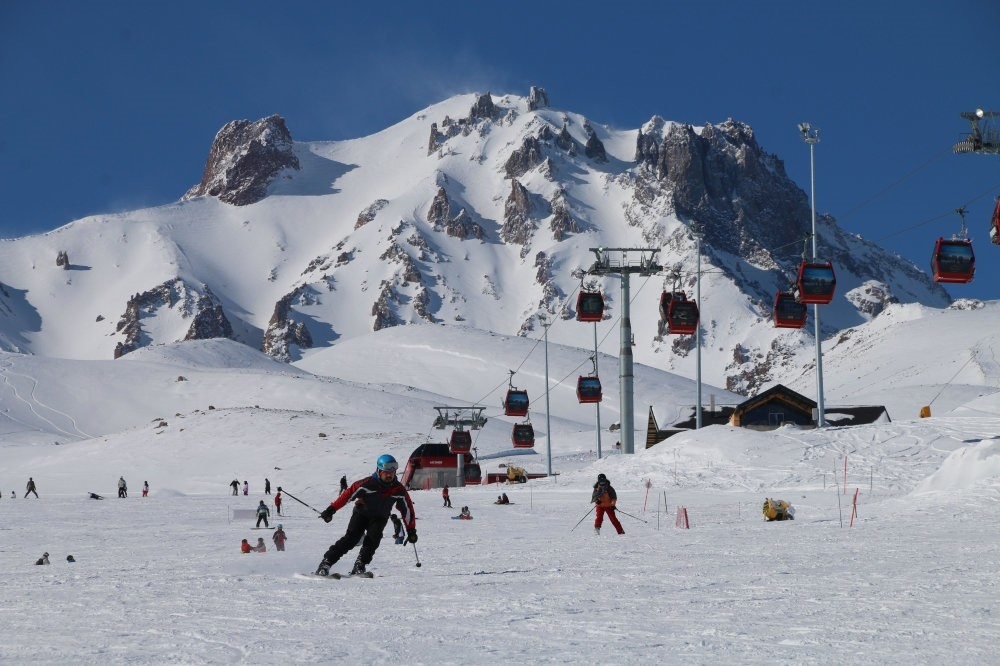 The latest bookings suggest that the occupancy rate at ski resorts in Turkey will reach up to 90-100 percent during the New Year's holiday.