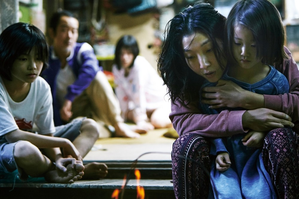 u201cShopliftersu201d is a touching, warm and striking drama that focuses on an extraordinary family that turned shoplifting into a lifestyle.