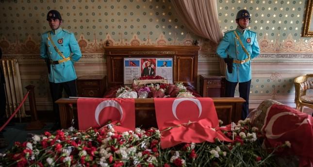 لإحياء ذكرى وفاة أتاتورك.. الأتراك يتوافدون على قصر دولمة بهجة لإقامة المراسم