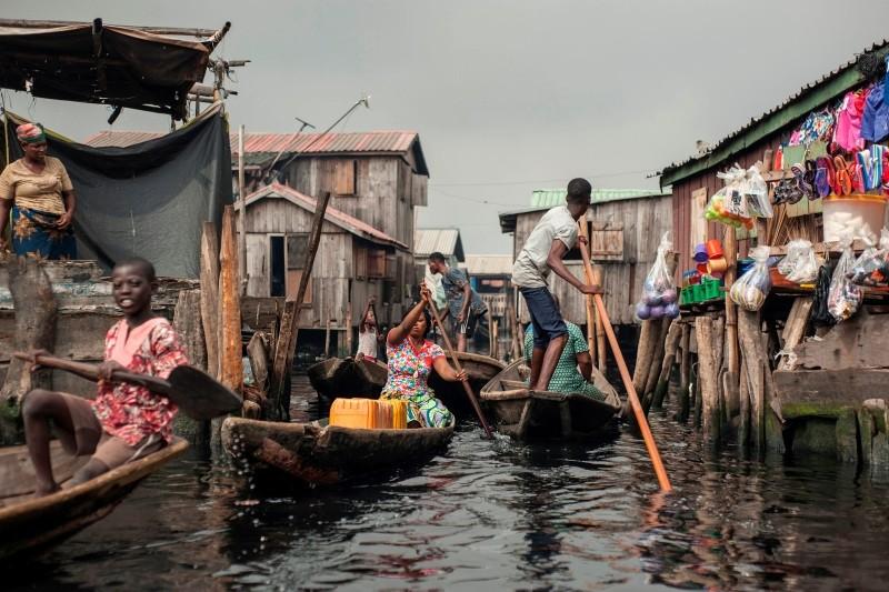 People navigate the the waterways of Makoko waterfront community in Lagos, Nigeria, May 15, 2018. (AFP Photo)