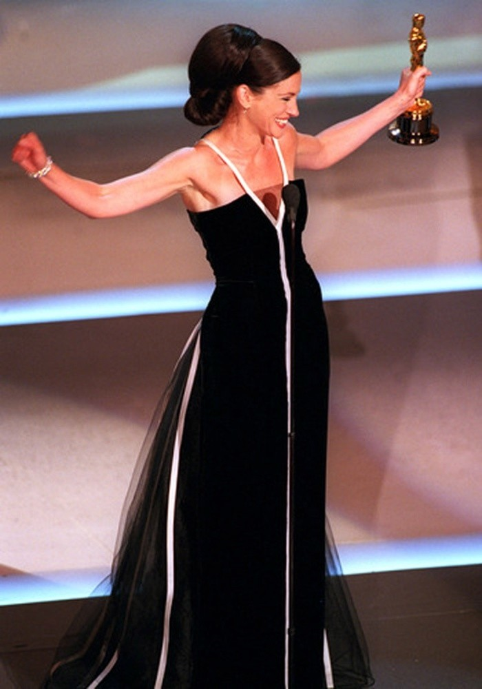 Julia Roberts in vintage Valentino gown from the 1982 collection of the fashion house during the Academy Awards in 2001.