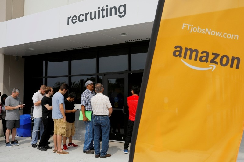 Job seekers line up to apply during ,Amazon Jobs Day,, a job fair at the Amazon.com Fulfillment Center in Fall River, Massachusetts, August 2, 2017. (REUTERS Photo)