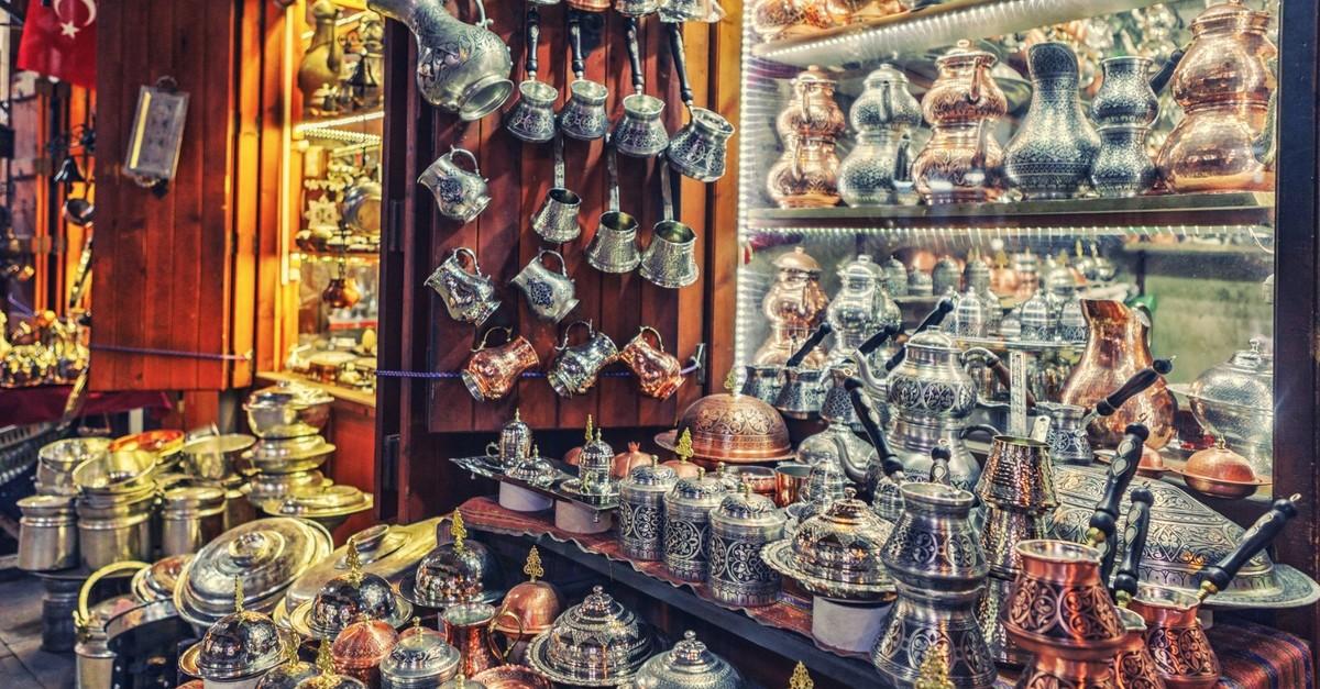 Gaziantepu2019s world-renowned coppersmiths are still working at the Coppersmithsu2019 Bazaar.