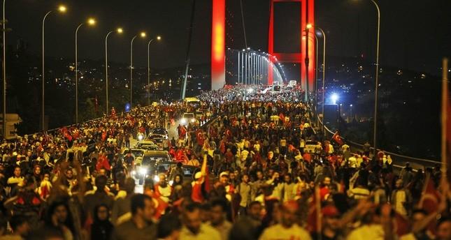 الحزب الحاكم والمعارضة في تظاهرة واحدة رفضاً للانقلاب ودعماً للديمقراطية