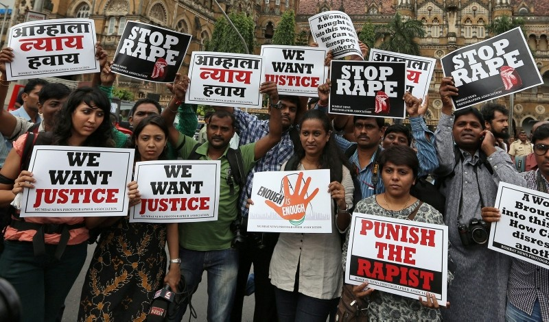 Indian photojournalists stage a protest rally in Mumbai, India, August 23, 2013, after a female colleague was gang raped by a group of men while being on an assignment in the dilapidated Shakti Mills in Mumbai. (EPA Photo)
