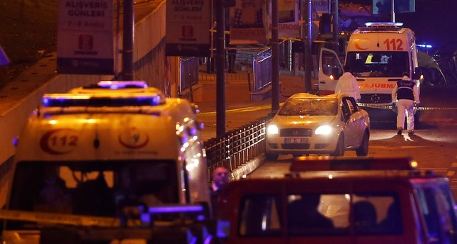 Police forensic experts examine the scene after a blast in Istanbul, Turkey, early December 11, 2016. REUTERS Photo