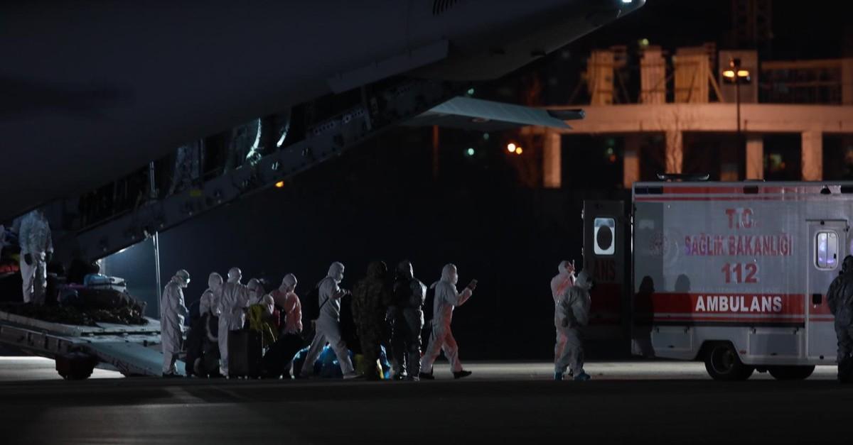 Evacuees from China disembark the plane, Ankara, Feb. 1, 2020. (AA Photo)