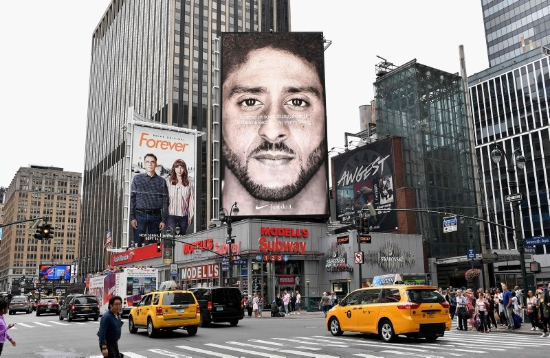 A Nike Ad featuring American football quarterback Colin Kaepernick is on diplay September 8, 2018 in New York City. (AFP Photo)