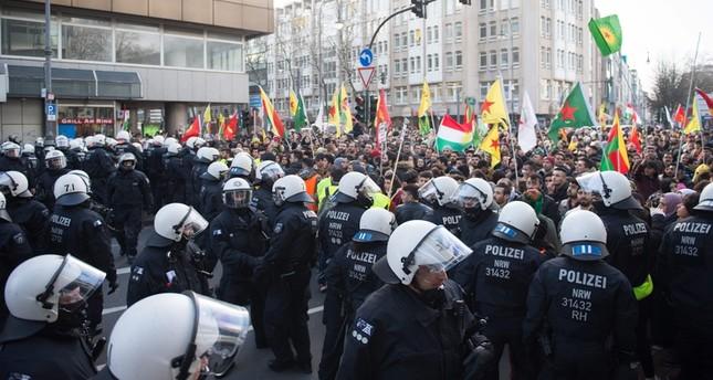 الشرطة الألمانية تمنع مظاهرة مناهضة لعملية غصن الزيتون يوم 27 كانون ثاني 2018 (الفرنسية)