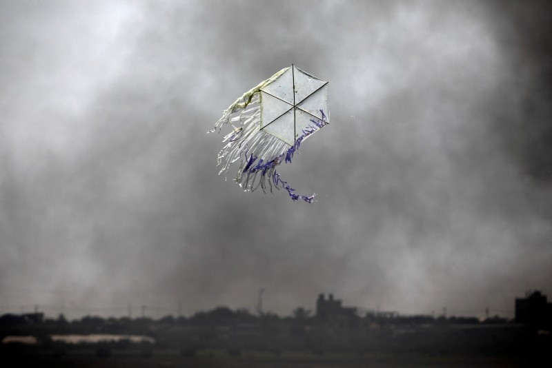 A kite flies over the border in an area where kites and balloons have caused blazes, between Israel and the Gaza strip  June 8, 2018. (Reuters Photo)