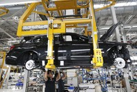 Der BMW-Konzern hat auch im Juni mehr Autos verkauft und damit seinen Absatz im ersten Halbjahr um 5 Prozent auf 1,22 Millionen Fahrzeuge gesteigert. Hervorragend lief es in China - in Deutschland...