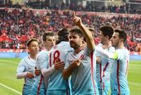 Die jungen türkischen Talente Emre Mor, Ahmet Çalık und Cengiz Ünder schossen ihre ersten Tore für das nationale Team der Türkei, während des Freundschaftsspiels gegen Moldau am Montag. Die Türkei...