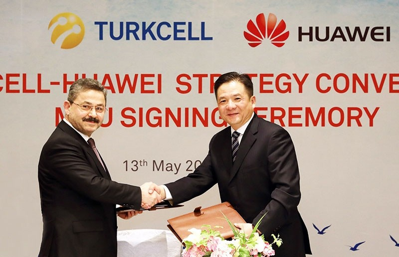 Turkcell Board Chairmanu00a0Ahmet Aku00e7a and Huawei Senior Vice Chair Tian Feng shake hands during cooperation agreement signing ceremony, on May 15, 2017. (IHA Photo)