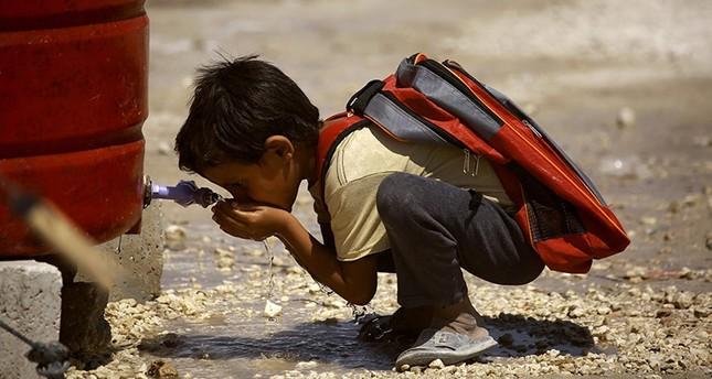 طفل سوري لاجئ في مناطق الرقة (الفرنسية)