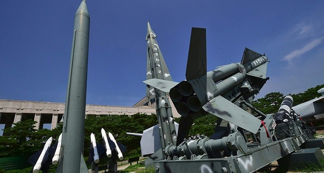 Replicas of a North Korean Scud-B missile (L) and South Korean Nike missiles are displayed at the Korean War Memorial in Seoul on July 19, 2016 (AFP Photo)