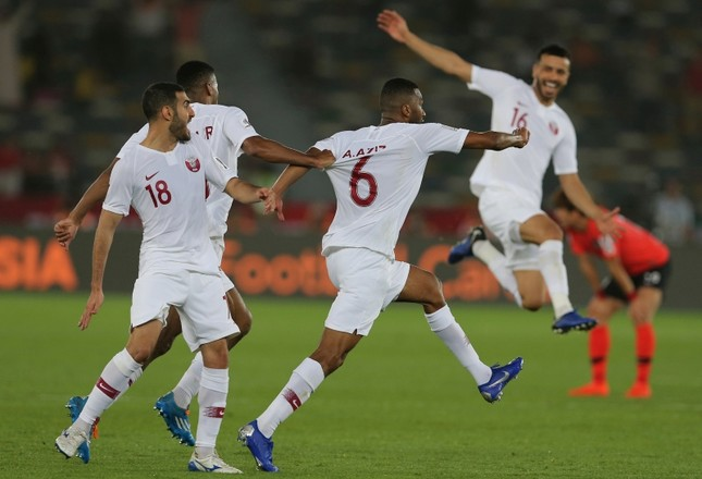 Qatar's midfielder Abdelaziz Hatem, center, celebrates his opening goal with his teammates, during the AFC Asian Cup quarterfinal  match between Korea Republic and Qatar at the Zayed Sport City Stadium in Abu Dhabi, UAE, Jan. 25, 2019. (AP Photo)