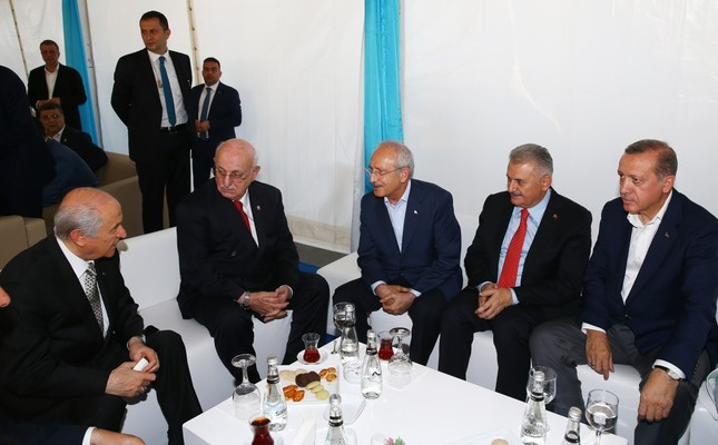 MHP Chairman Bahçeli and CHP Chairman Kılıçdaroğlu, PM Yıldırım, Parliament Speaker Kahraman and President Erdoğan in solidarity before the Yenikapı rally on Sunday.