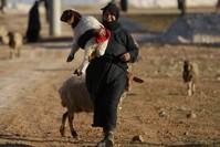 امرأة سورية في منطقة الباب (أرشيفية)