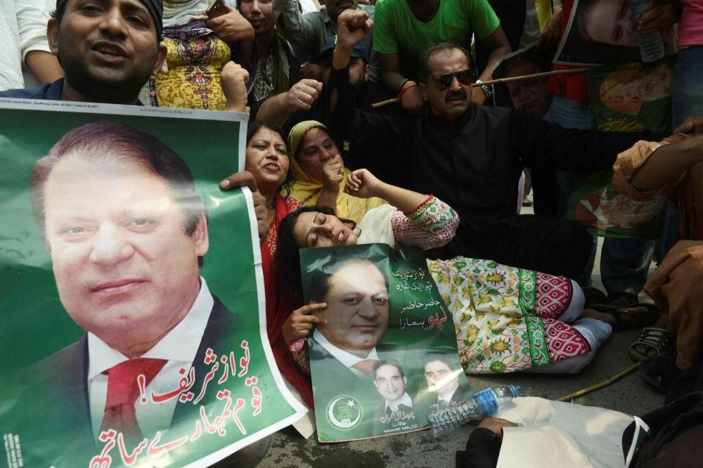 Supporters of Pakistan Muslim League Nawaz (PNL-N) protest the Supreme Court decision against Prime Minister Nawaz Sharif, Lahore, July 28.