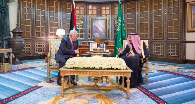الرئيس عباس يناقش مستجدات القضية الفلسطينية مع الملك سلمان