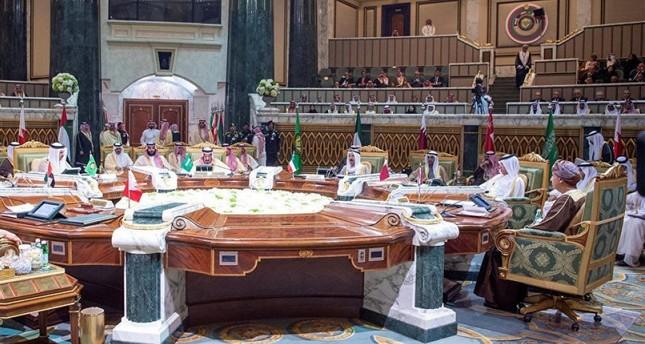 قطر تشارك في الاجتماع التحضيري للقمة الخليجية في الرياض
