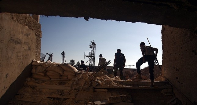 قصف عنيف واشتباكات بين المعارضة والنظام على أطراف دمشق الشرقية