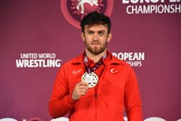Turkish wrestler Karadeniz wins gold at European championship
